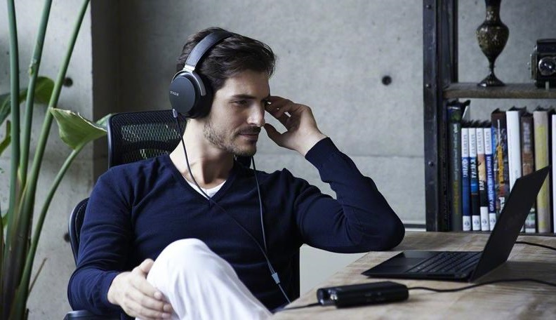 Over-ear or on-ear headphones for working at home2